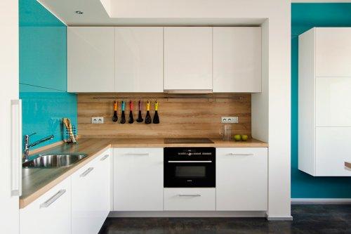 Дизайн угловой кухни в белом цвете