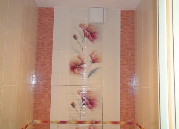 Стильные рисунки на плитке для туалета