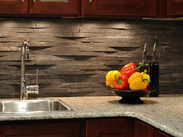 Кухонный фартук из декоративного камня
