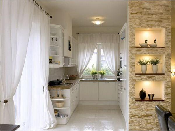 Декоративный камень с подсветкой на кухне