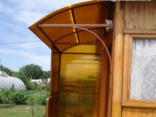 Крыльцо из поликарбоната в частном доме