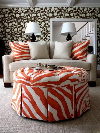 Цветной принт зебра в интерьере