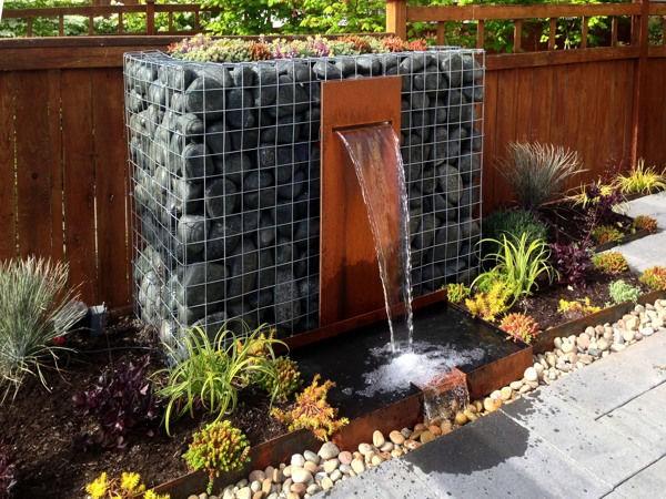 Водопад из габионов на даче