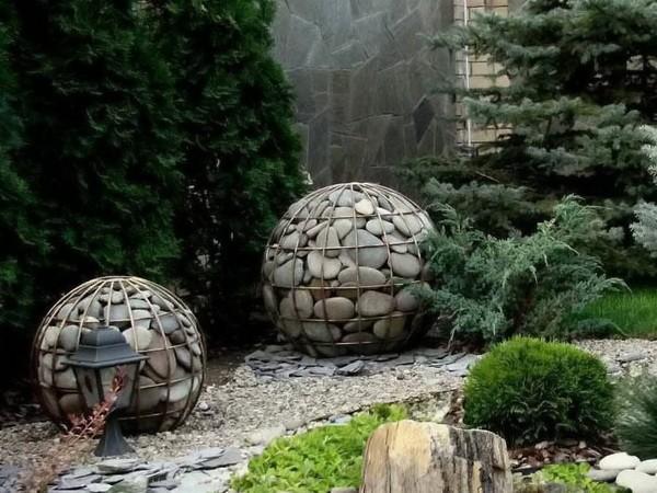 Декор из габионов на даче