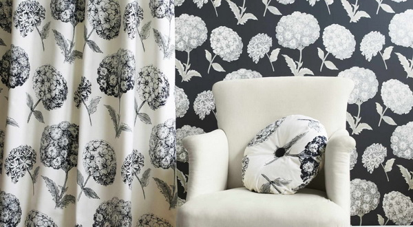 The harmonious combination of wallpaper and curtains