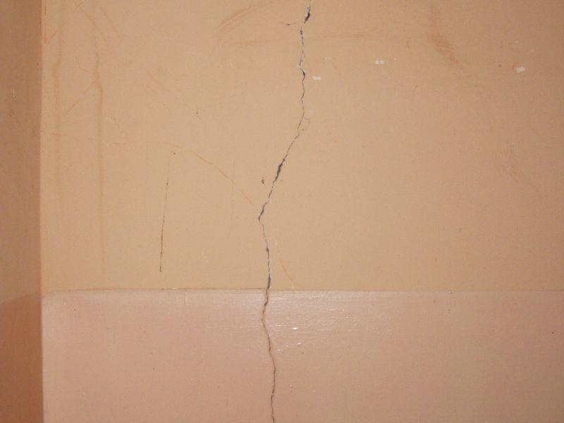 Как сделать трещины на стене