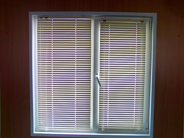 Установить жалюзи на пластиковые окна своими руками