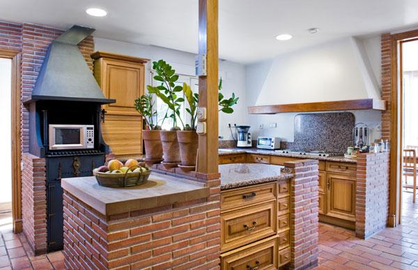Кухня из кирпича фото