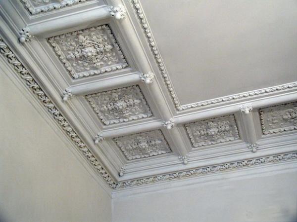 лепнина на потолке фото в квартире