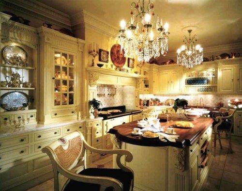 Люстры в классической кухне